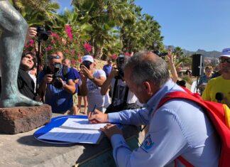 José Miguel Rodríguez Ferrero firma la adhesión a #YosoyTenerife