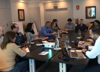 Los coordinadores de las comisiones y los miembros de la Junta Directiva de la Real Federación Española de Salvamento y Socorrismo durante la reunión en la que se expusieron las iniciativas para este año.