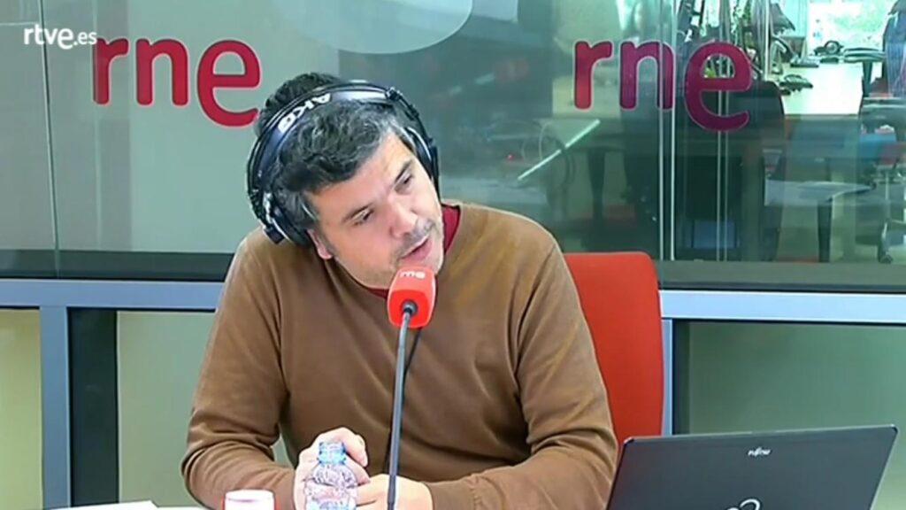 Alfredo Menéndez durante la entrevista