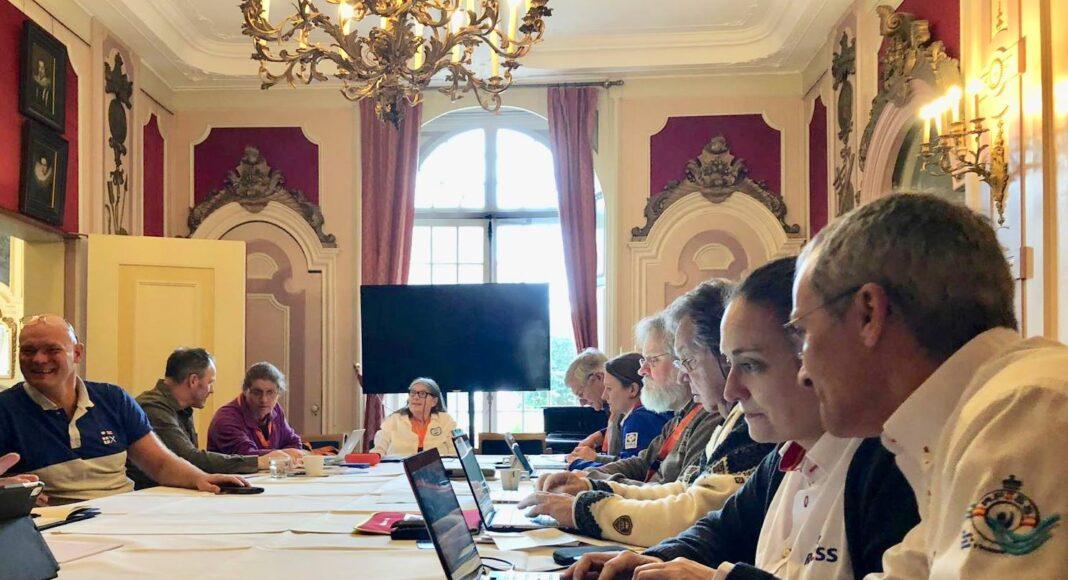 Reunión de la Comisión de Educación de la Federación Europea de Salvamento. con Ana María Domínguez y Alberto García en primer término.