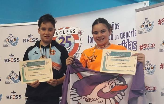 50 metros remolque de maniquí infantil: Diego Corcoba Gil (C. Salvamento y Socorrismo Benavente) y Berta Arévalo Velasco (C.D. Oca SOS).