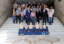 El personal del COE que ha asistido a la formación en primera intervención y reanimación cardio-pulmonar, junto a su presidenta y su secretaria general y la presidenta de la Real Federación Española de Salvamento y Socorrismo.